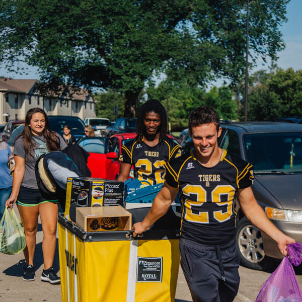 residential assistants helping in move-in days